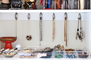 tips for organizing jewelry and accessories // perpetually chic