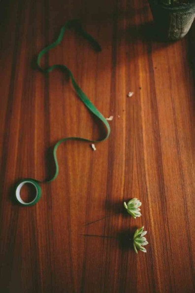 How to Make a Simple Boutonnière by Rosehip Flora, photo by Julie Cope | Perpetually Chic