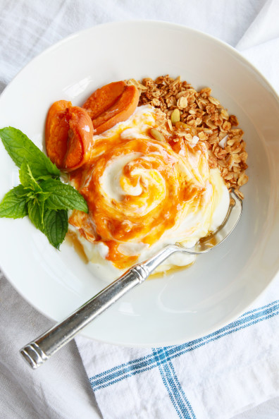 Roasted Apricot Yogurt Bowl | Perpetually Chic